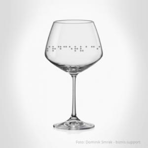 Sada dvou skleniček na červené víno s Braillovým písmem