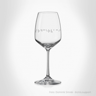 Sada dvou skleniček na bílé víno s Braillovým písmem